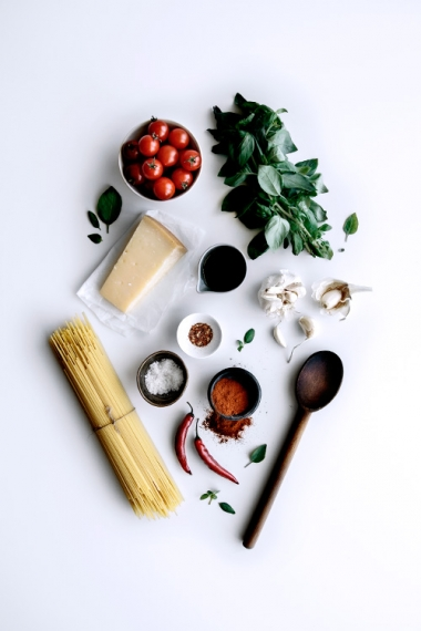 03-simple-roasted-tomato-and-smokey-chili-spaghetti-ingredients