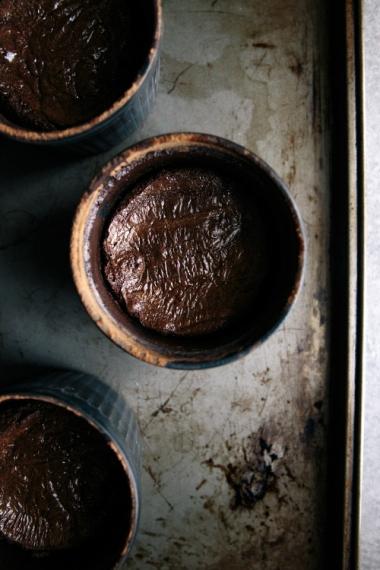 07-spelt-chocolate-fondant-cakes-baked