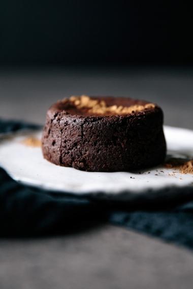 09-spelt-chocolate-fondant-cakes-front
