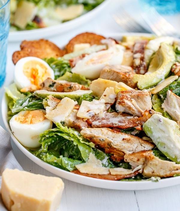 chicken-and-avocado-caeser-salad-492