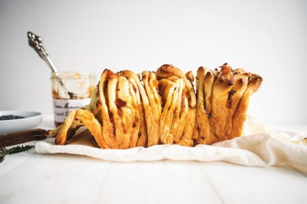 apricot-and-lavender-marmalade-pull-apart-bread-7-940x627
