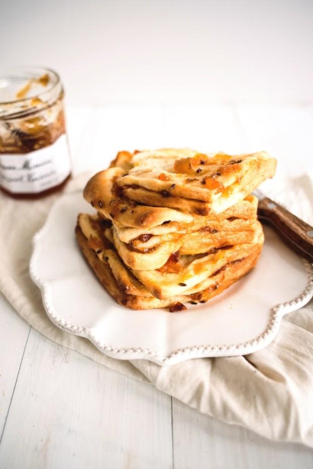 apricot-and-lavender-marmalade-pull-apart-bread-9-684x1024