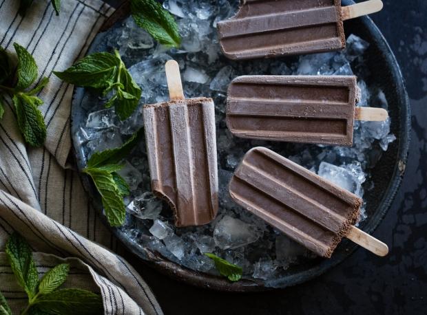 creamy-chocolate-mint-popsicles-vegan-3