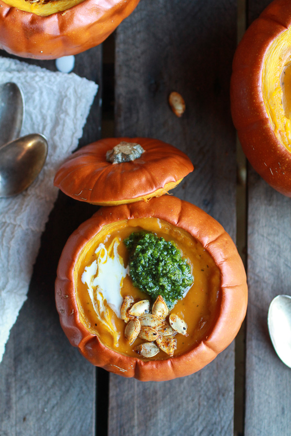 roasted-garlic-sage-pesto-pumpkin-soup-with-spicy-fried-pumpkin-seeds-12