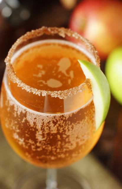 sparkling-apple-pie-cocktail-with-cinnamon-sugar-rim-1