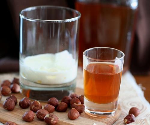 homemade-hazelnut-liqueur