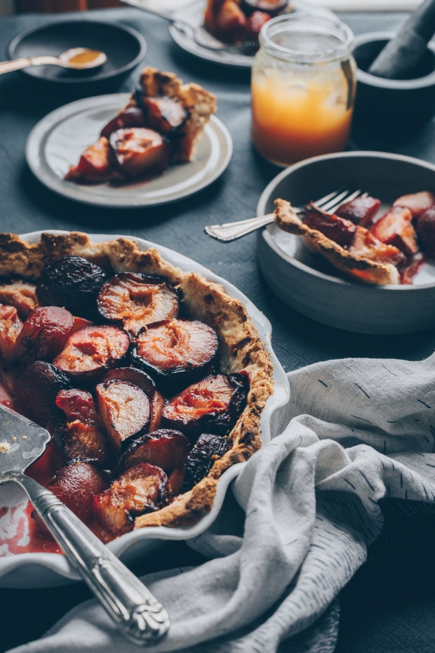 Plum-Pie-with-Honey-and-Black-Pepper-An-almost-Vegan-Recipe-by-Kati-of-black.white_.vivid_._1