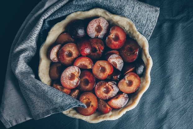 Plum-Pie-with-Honey-and-Black-Pepper-An-almost-Vegan-Recipe-by-Kati-of-black.white_.vivid_._12