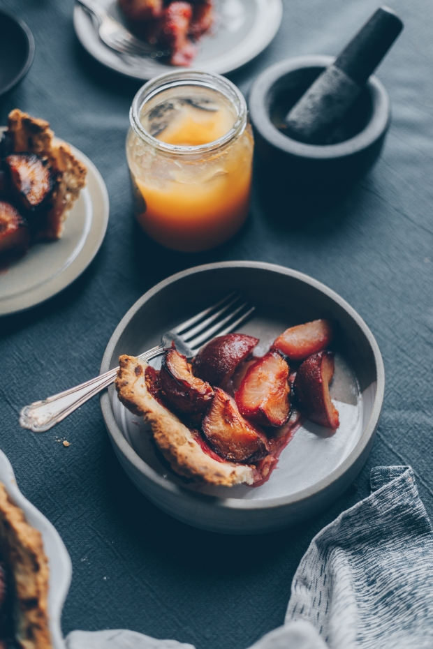 Plum-Pie-with-Honey-and-Black-Pepper-An-almost-Vegan-Recipe-by-Kati-of-black.white_.vivid_._2