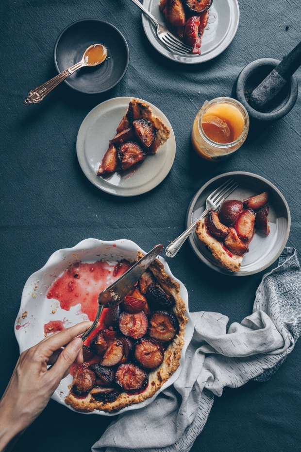 Plum-Pie-with-Honey-and-Black-Pepper-An-almost-Vegan-Recipe-by-Kati-of-black.white_.vivid_._4