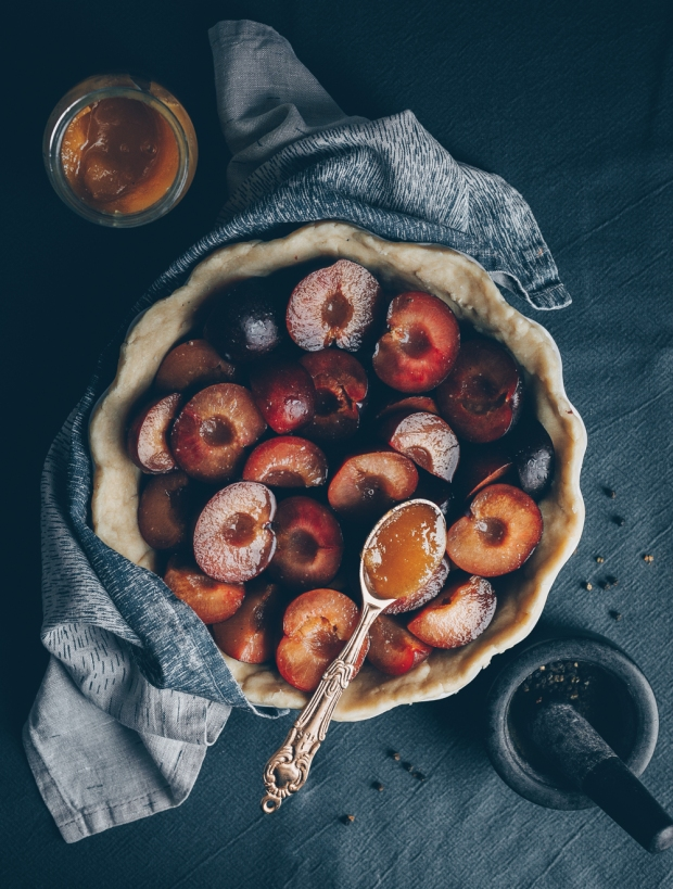 Plum-Pie-with-Honey-and-Black-Pepper-An-almost-Vegan-Recipe-by-Kati-of-black.white_.vivid_._5
